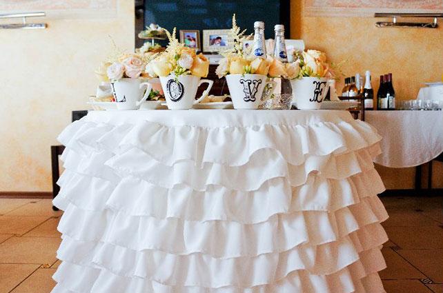 свадьба в пастельных тонах, стол молодоженов