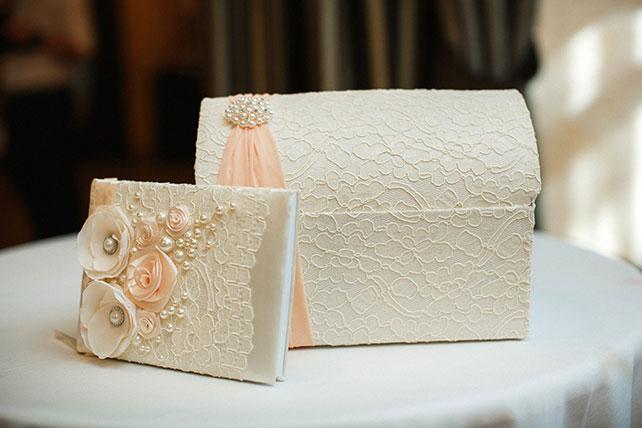 свадьба в пастельных тонах, сундучок для денег и книга пожеланий