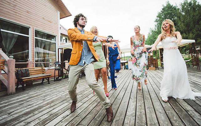 Как гостям танцевать на свадьбе