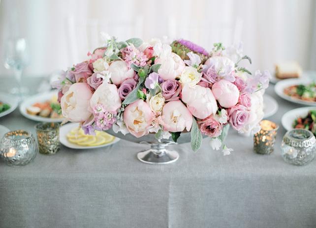 Цветочная композиция на столе