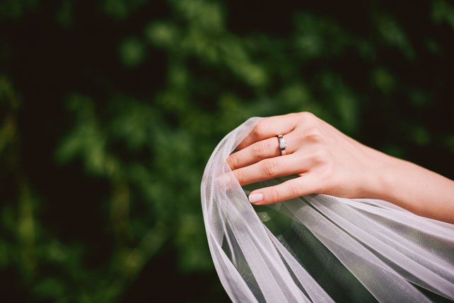 Средиземноморский рустик, кольцо и фата невесты