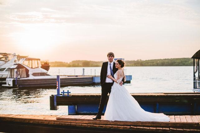 Средиземноморский рустик, жених и невеста на палубе