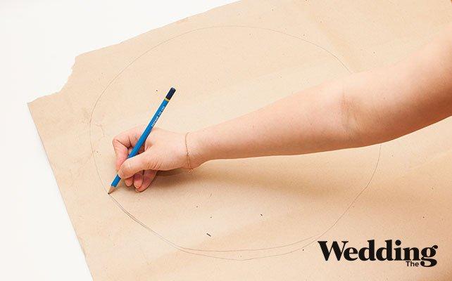 Как сделать гигантские бумажные цветы для декора зала, рисуем лепесток гигантского цветка