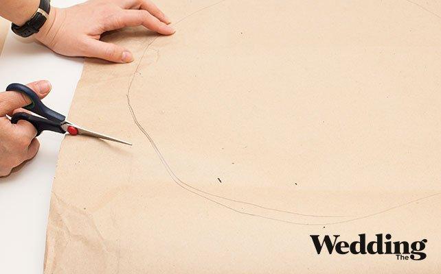 Как сделать гигантские бумажные цветы для декора зала, вырезаем лепесток гигантского цветка