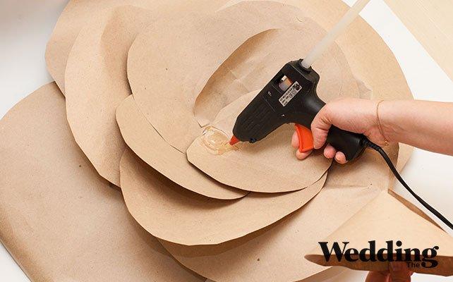 Как сделать гигантские бумажные цветы для декора зала, делаем сердцевину для гигантского цветка