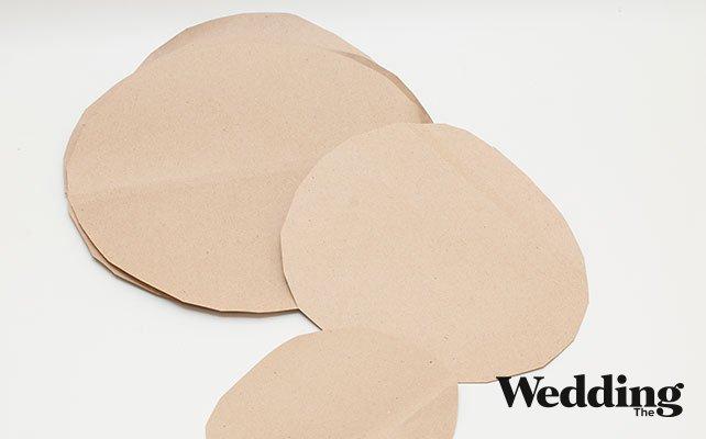 Как сделать гигантские бумажные цветы для декора зала, вырезаем лепестки гигантского цветка