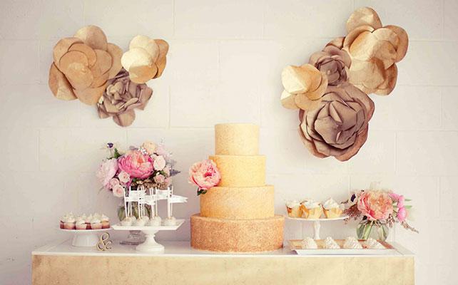 Как сделать гигантские бумажные цветы для декора зала