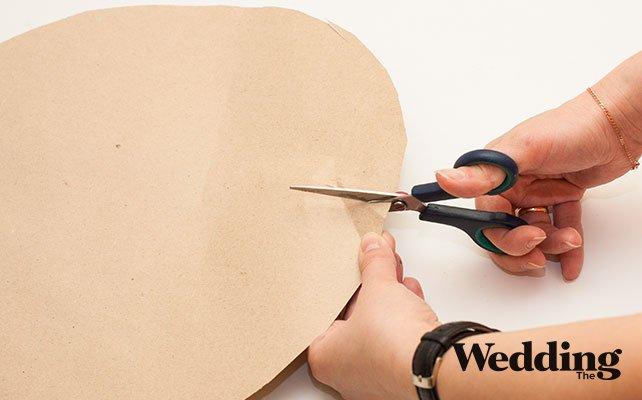 Как сделать гигантские бумажные цветы для декора зала, придаём лепесткам цветка форму