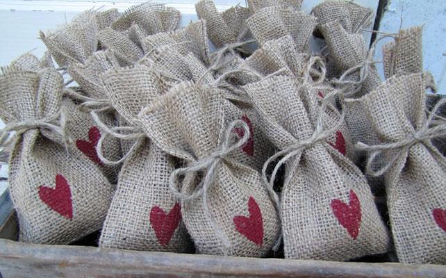 бонбоньерки из мешковины в рустикальном стиле