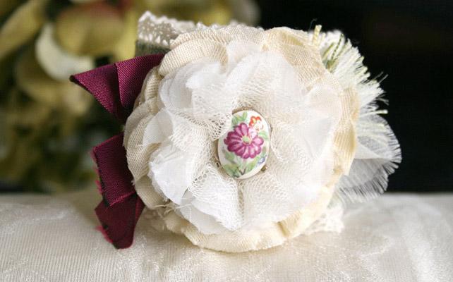 браслет с тканевыми цветами
