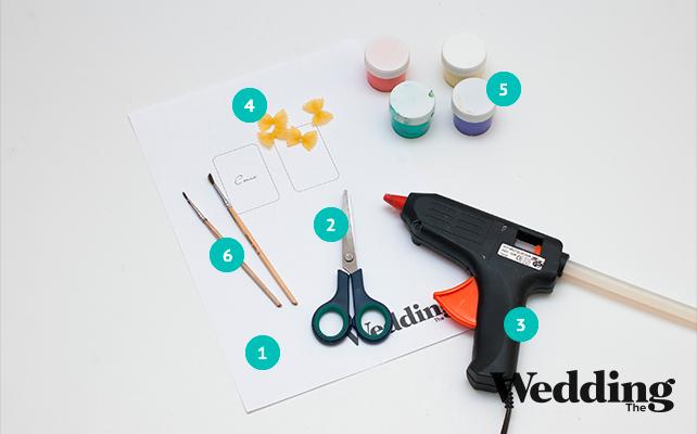 Как сделать рассадочные карточки с декором из макарон-бантиков, материалы для изготовления