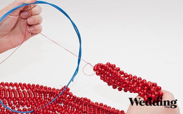как сделать люстру из бусин, прикрепить крюк для подвеса