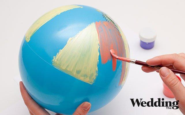 раскрасить шар в цвет свадьбы