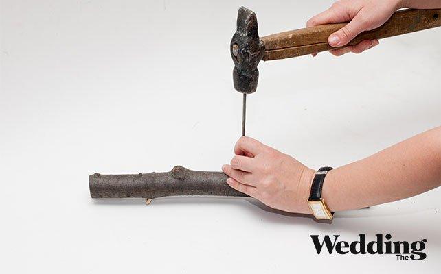 Как сделать вешалку для платья из деревянной палки